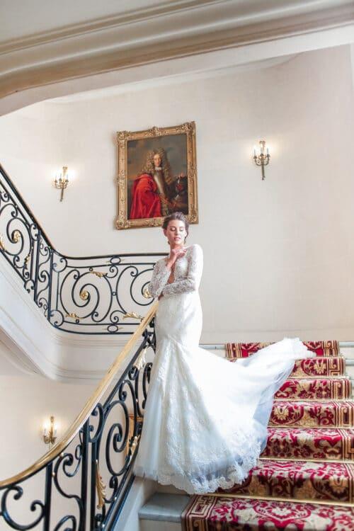 mariée dans l'escalier du plaza athenée