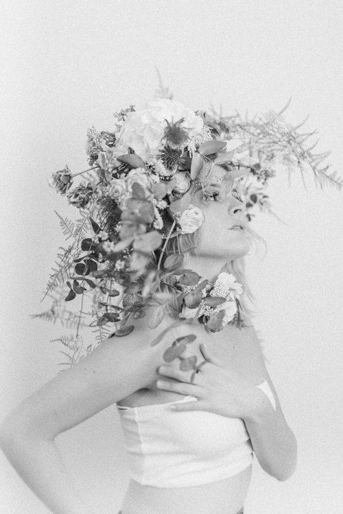 portrait floral avec couronne de fleur