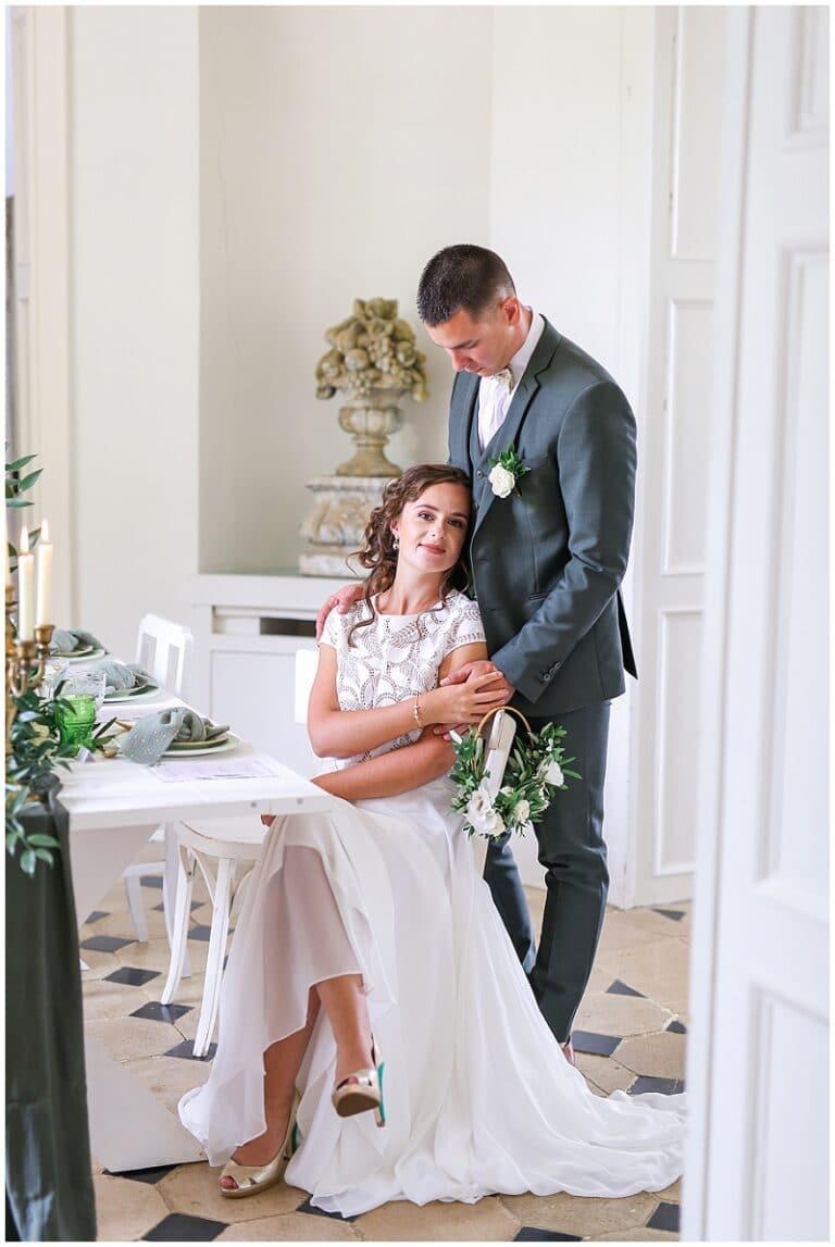 couple de mariés dans un chateau