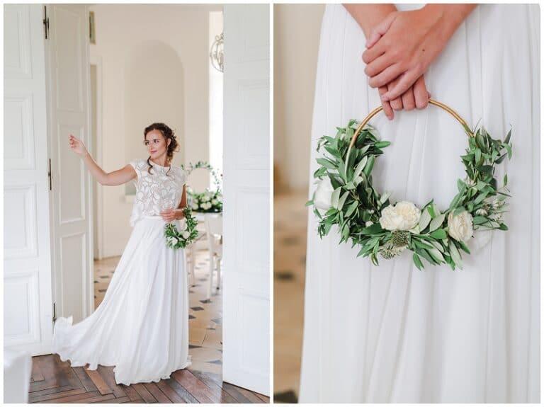 mariée jouant avec sa robe
