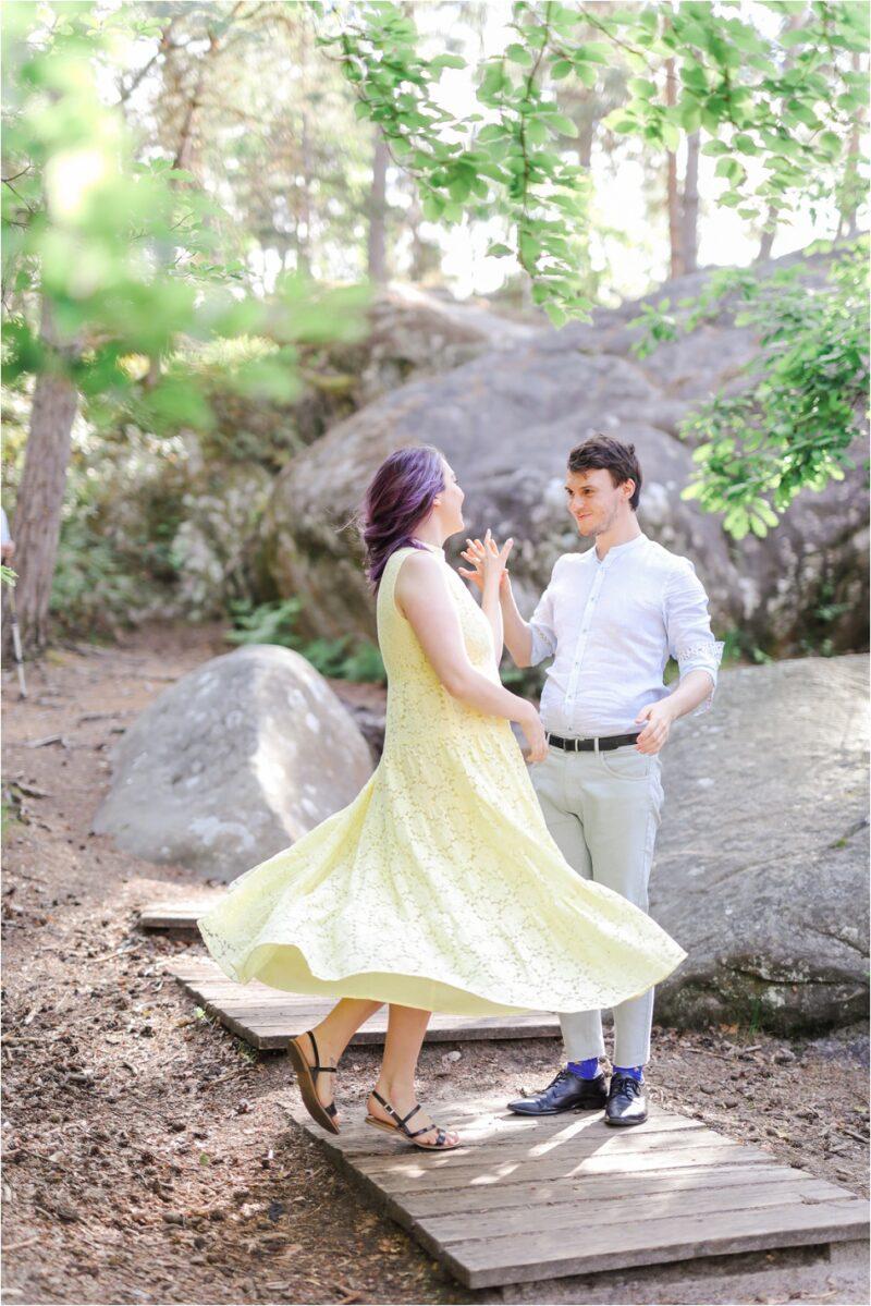 couple qui danse et fait voler sa robe