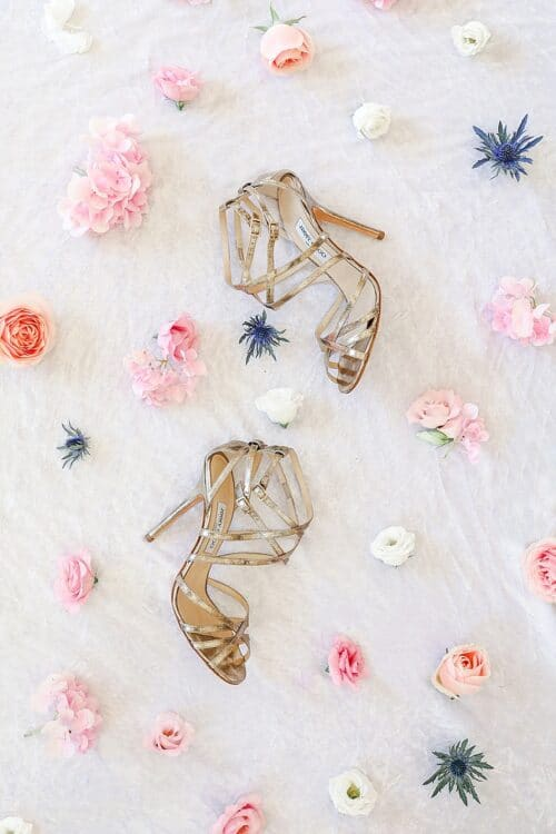 flatlay avec chaussures jimmy choo