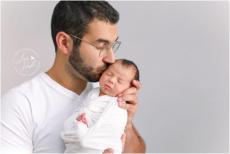 newborn posing avec papa
