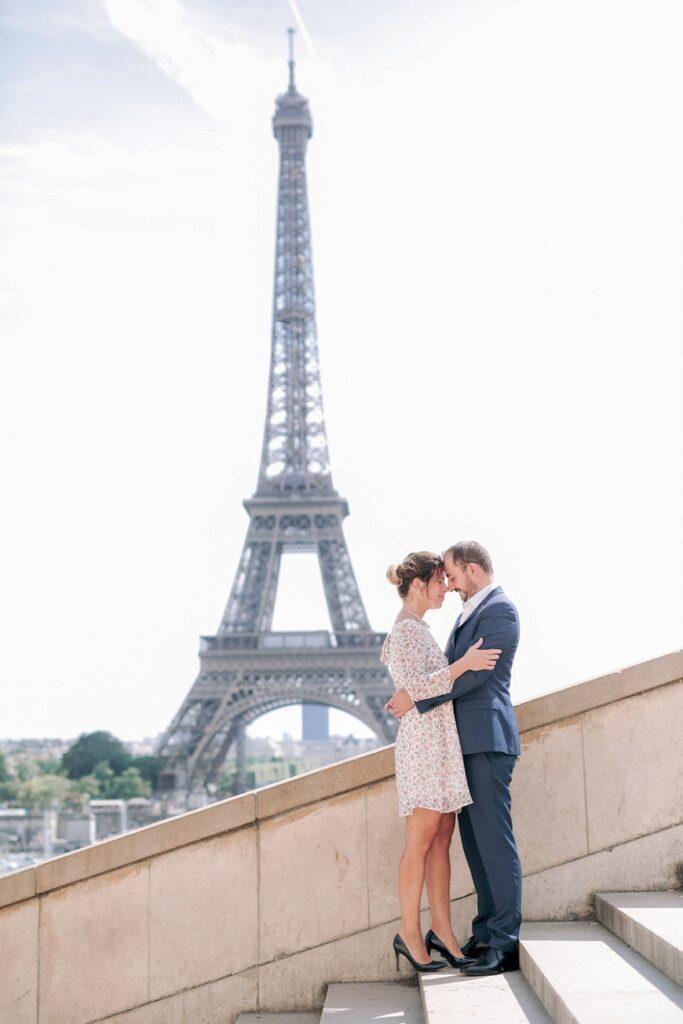 couple devant la tour effeil