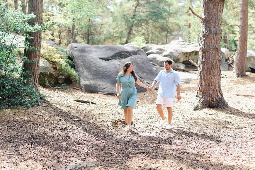 séance photo en couple dans la forêt