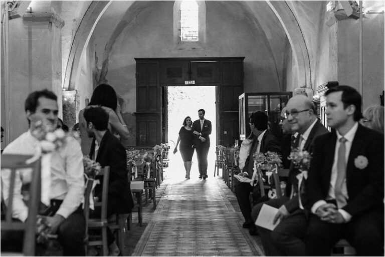 entré du mariée dans l'eglise