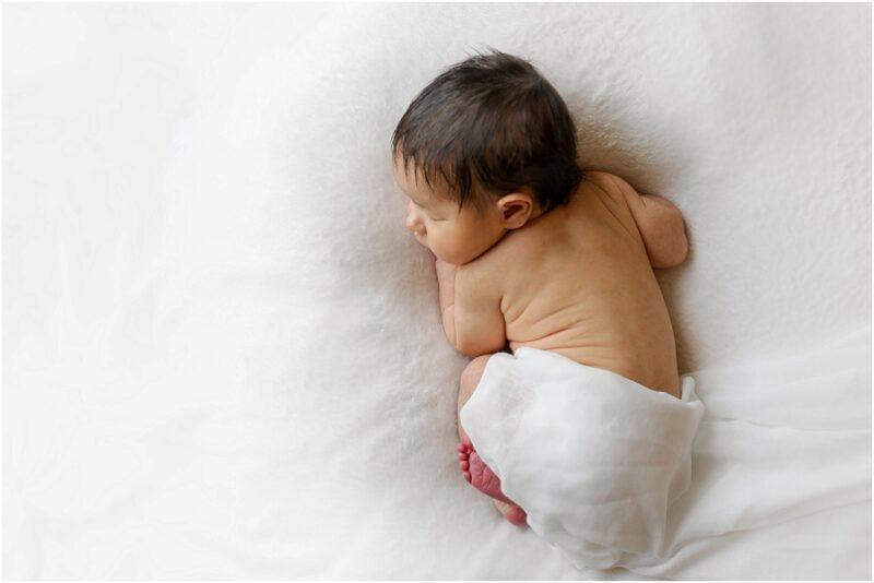 photo d'un bébé avec vu sur le dos