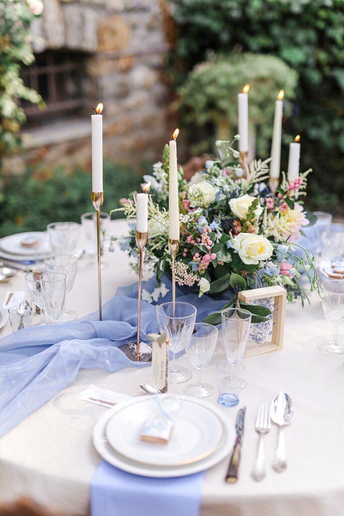 centre table de mariage sur le thême bleu