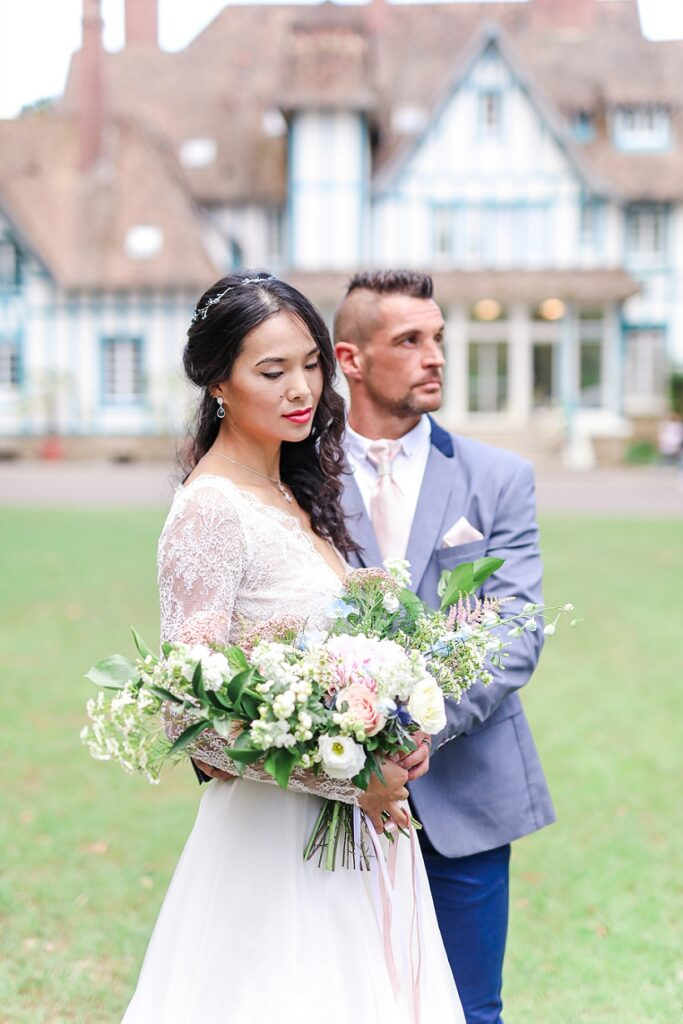 couple de mariés au manoir des roches